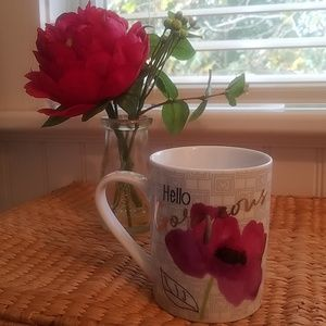 "Coffee/tea with writing ""Hello Gorgeous"""